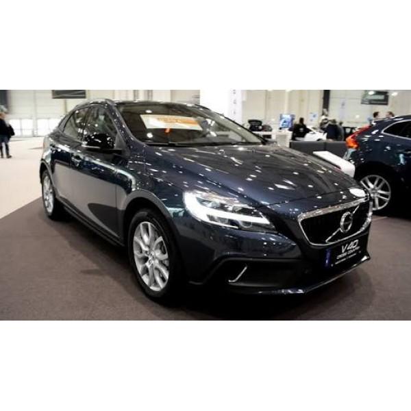 Sucata Volvo V40 2017 - Carro batido para venda de peças